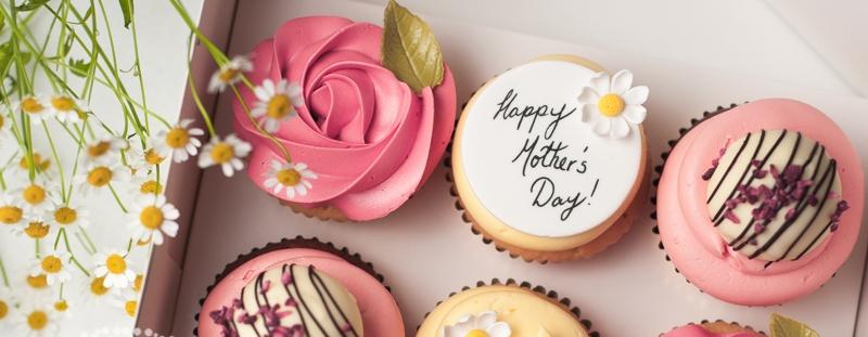 mothers-day-macarons-cupcakes-juniper-cakery-10.jpg