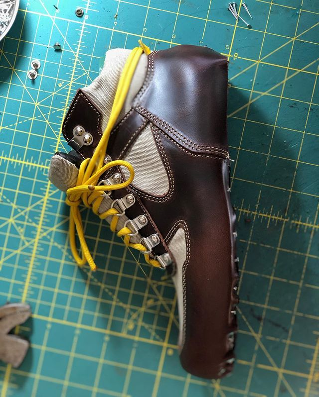 Finally got my sole stitcher back in action so I can finish up these bad boys! 💪 #handmadeshoes #shoemaker