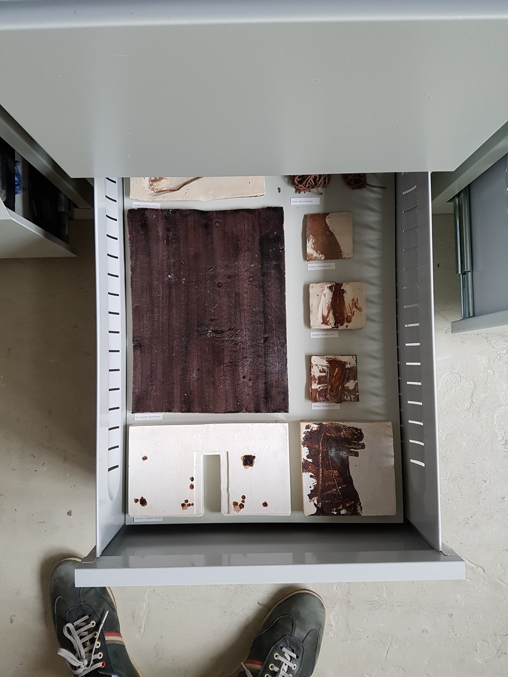 Some works were even interactive where you can open the cabinet to see some models... I am assuming possibly developmental ones? Overall it was really fun and nice experience personally really liked it.  어떤 유닛은 이렇게 아래에 서랍을 열어서 디벨롭 모델등을 전시하는 곳도 있더군요. 참신하고 재밌던 아이디어 같았습니다.
