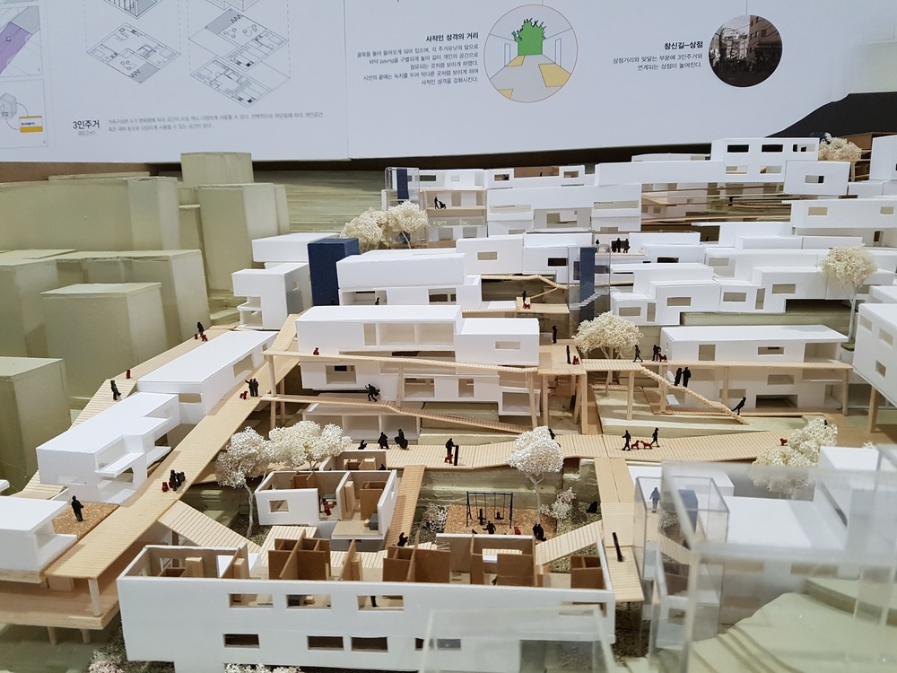 Amazing... I just don't know what to say when ever I see Korean architecture students model.  정말 어마어마한 모델 만든는 능력인 것 같아요... 늘 놀라요... 매번 정말 무척 정교하게 잘 만드는 것 같아요.