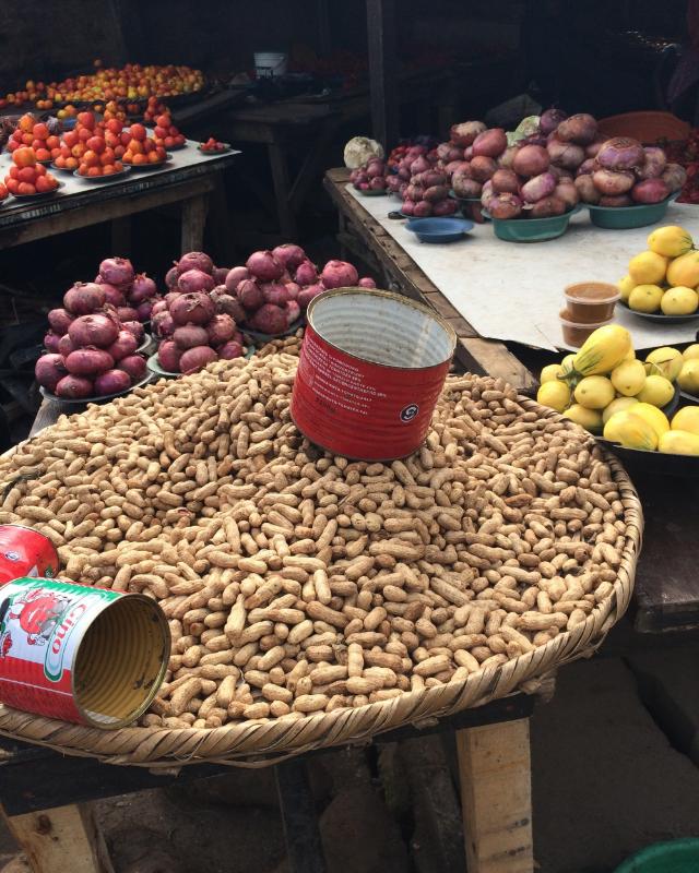 Bonny Camp Market. Lagos, Nigeria