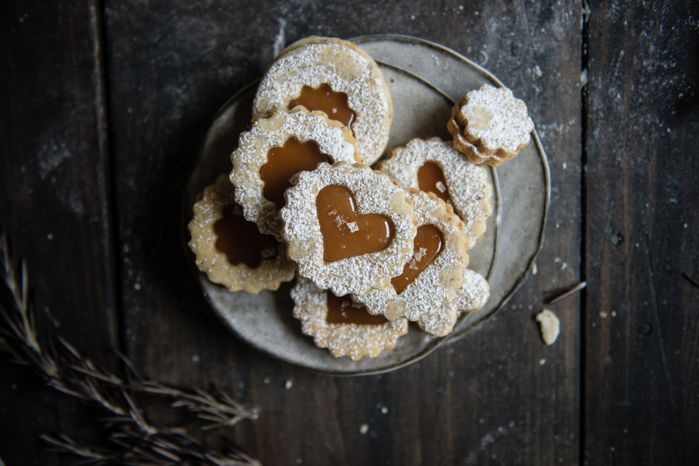 Rosemary and Salted Caramel Linzer Cookies by Two Red Bowls. Adorable much ? Recipe and Picture by Two Red Bowls