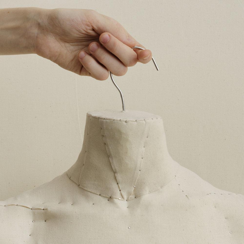 Pedestal (Hangers)