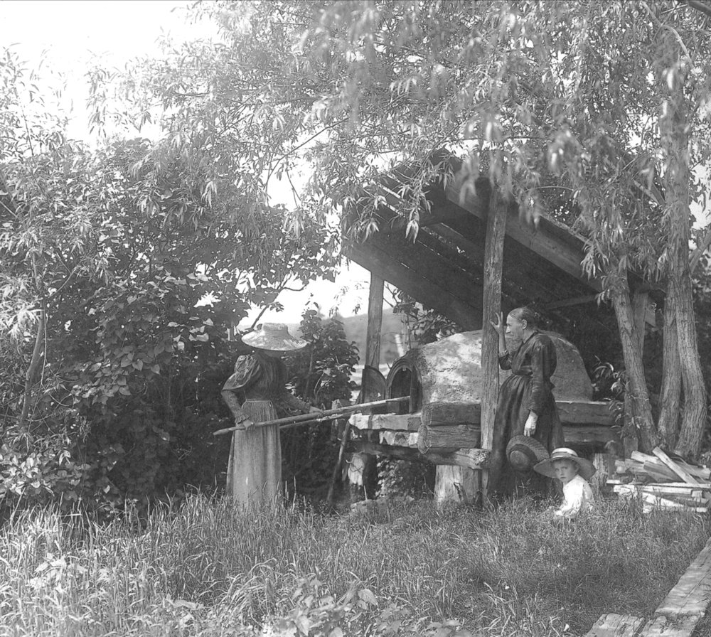 fig. b: clay oven, Murray Bay, QC, 1898