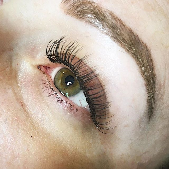 Full set with Rox just opened up Fri @ 11am. Who needs a little lash love in their life?  Come get Primped with us!  DM us or text us to book: 360.890.5557 💫