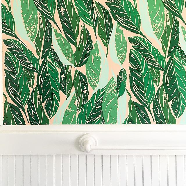 Hanging this beautiful Nana wallpaper from @hyggeandwest in our bathroom today,  Why is it that a simple house project always turns into multiple house projects?!? Now not only do I want to hang this wallpaper, but also replace the lighting fixtures and window curtain 😝 #jungalowstyle #jungalowhome #hyggehome