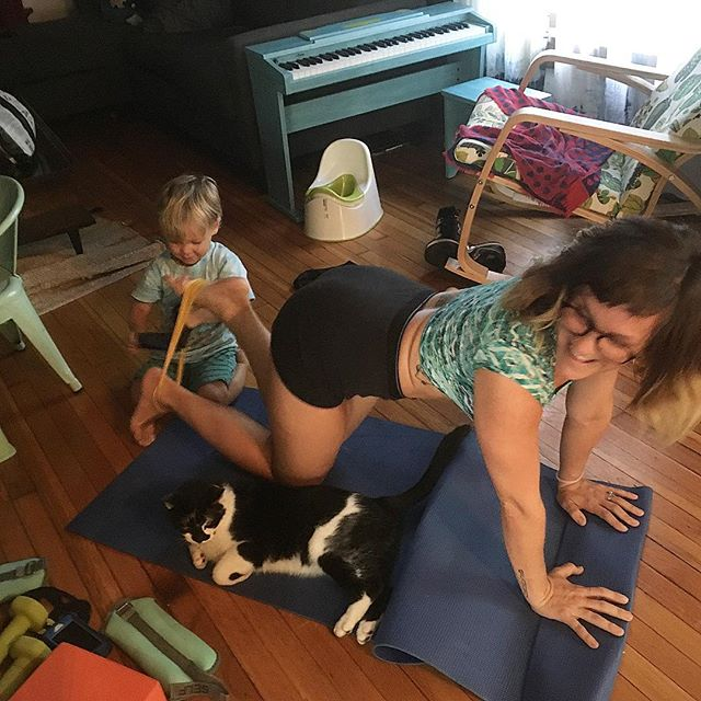 When you try to workout at home 😺👶🏻🤪#thankgodforwoodside