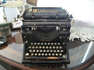 1920's Underwood typewriter. I am in LOVE with this!