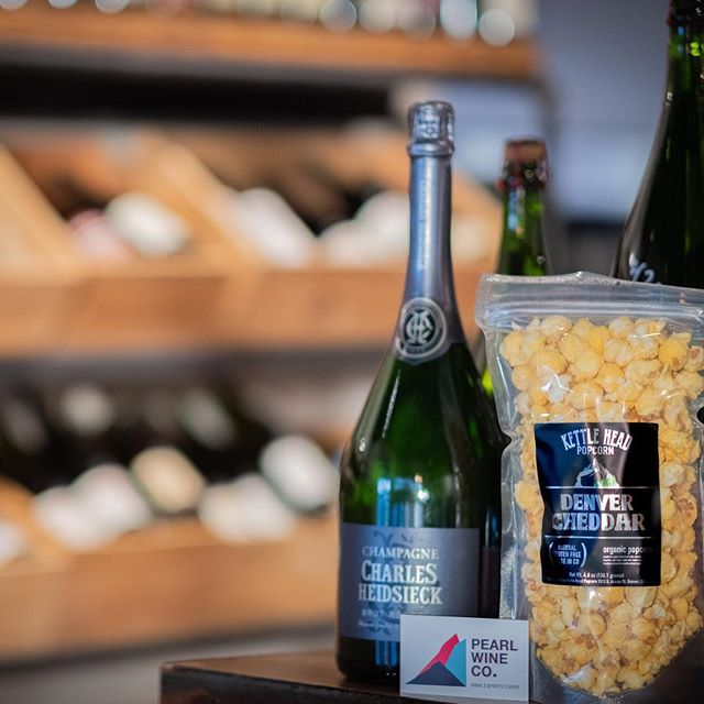 @pearlwinecompany is now offering Kettle Head Popcorn! Grab a bottle and a bag for your holiday party! #wine #popcorn #holidaytreats