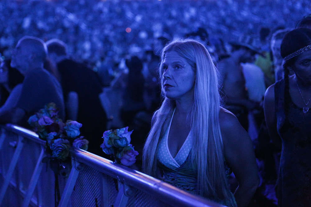 """Holly Guzanick of San Diego waits for the second set of the Grateful Dead's first show on the """"Fare Thee Well"""" tour at Levi's Stadium in Santa Clara, California, on Saturday, June 27, 2015."""