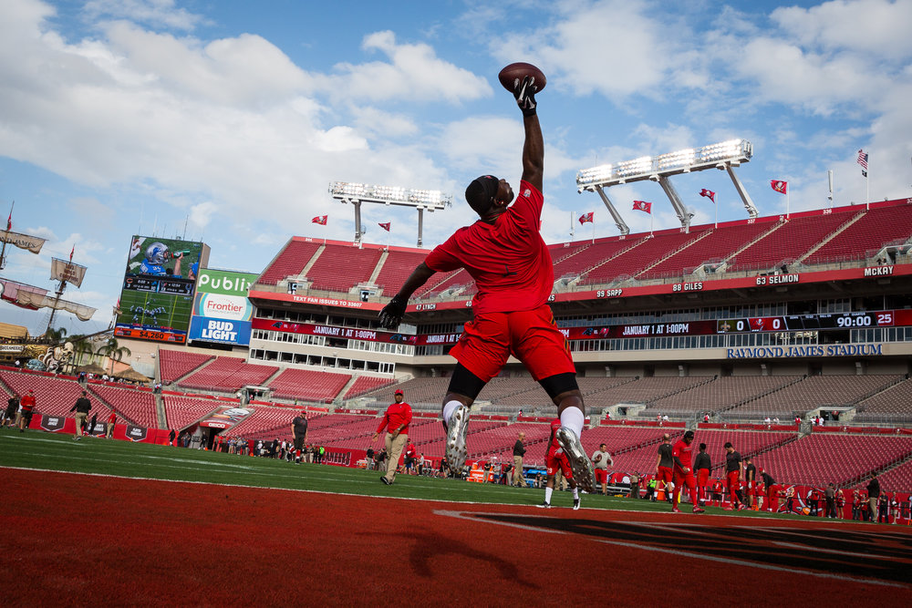 Tampa Bay Buccaneers defensive back Major Wright warms up with one-hand catches before a football game against the New Orleans Saints at Raymond James Stadium in Tampa, Fla., on Sunday, Dec. 11, 2016.