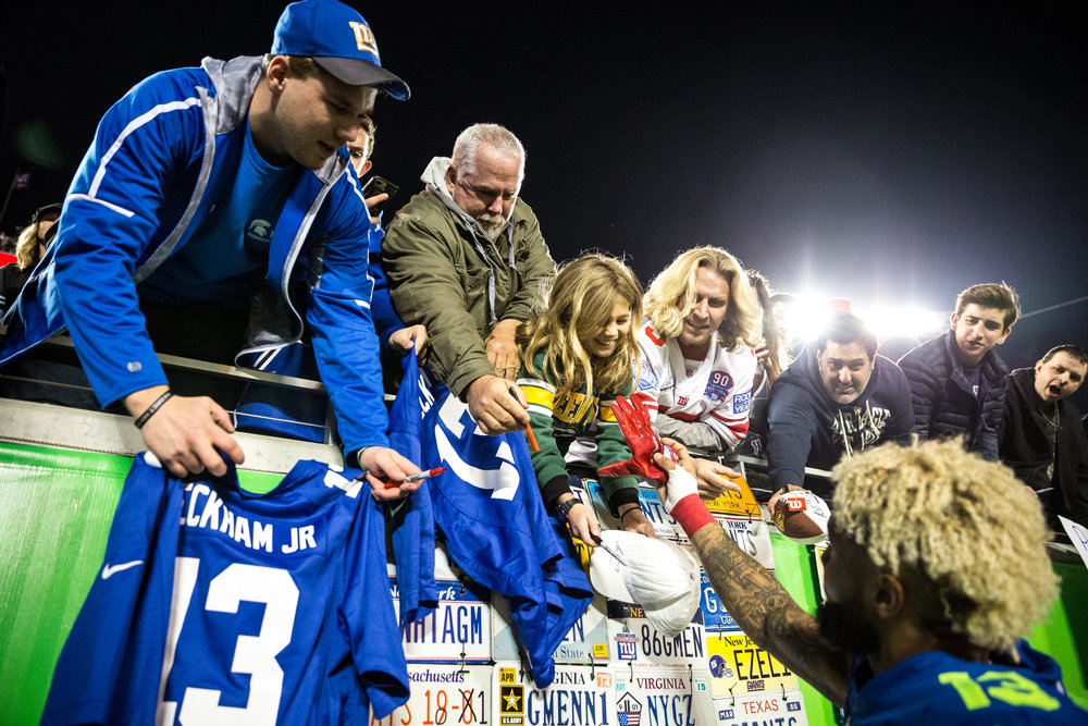 A young fan gets a glove as a souvenir from New York Giants wide receiver Odell Beckham Jr. after the AFC–NFC Pro Bowl at Camping World Stadium in Orlando, Fla., on Sunday, Jan. 29, 2017.