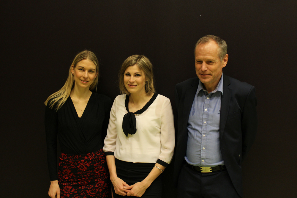 Fra venstre: Veiledere Ida Kristin Haugen og Kåre Birger Hagen og meg før disputasen. www.forskerlivet.no
