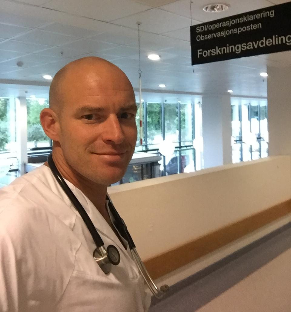 Marius Myrstad jobber delvis med forskning og delvis klinikk på Bærum sykehus. www.forskerlivet.no