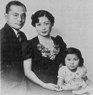 (Yoko Ono with her parents)
