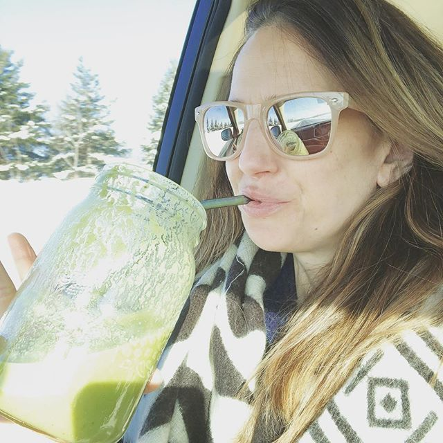 Another road trip, another GreenBelly smoothie :)))) 🌿✌🏻 This simple health habit helps so so much with: Hydration Digestion Nutrient intake Glowing skin Natural source of energy Movement of bowels Detoxification Fiber through the roof Easy veggie intake Save money + time while travelling Antioxidant = limit toxins from reproducing in body ... ✨🌿 Perfect travel buddy! Along with my oils and NingXia and my Mom and a sleeping Gweny in the back :)))) So many things to make up the perf road trip :)))) #seestories 🌿✨ #greensmoothie #greenbelly #healthy #roadtrip #makelovetoyourlife