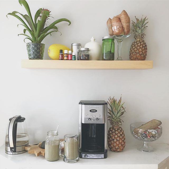 """A small """"nook"""" into our morning routine 🌿🍍 Our nook hours of operation: Studio days it's 4:30am. Work from home days it's 9:30am. Gweny days it's 11:30am. 🍍🌿 We oil. He coffees. We smoothie. I cook *with utmost pleasure! 🌿🍍 What is one morning ritual you NEVER could do without?! *or so you think?! 💚 #morningmotivation #mondaymotivation #breakfast #morning #routine #smoothie"""