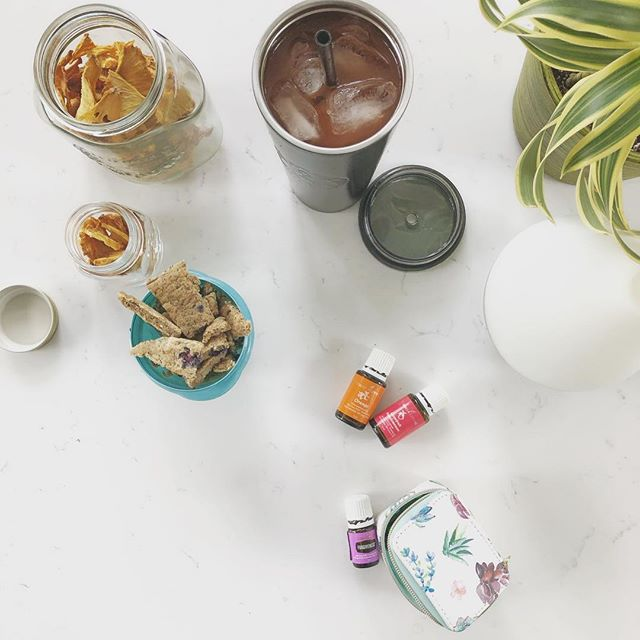 Our kitchen island AKA this mornings routine thus far: ☀️🌿 Feed the plants Feed the diffusers Pack ToddlerG's on-the-go breakfast *as she's still sleeping. Pack oils needed for this mornings outing. Prepare a jar of homemade pineapple chips for our playdates hostess. NingXia on the rocks for this Momma. 🌿☀️ I looooooove a bright island. I looooove Friday's with G. And I looooove me a juicy slice of routine :)))))) ☀️🌿 #happyfriday #friyay #routine #happymom #motherdaughter #yleo #makelovetoyourlife