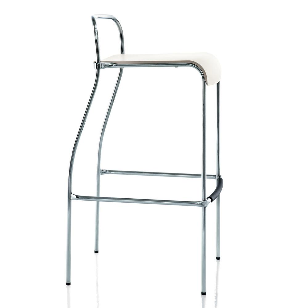 Centomila   James Irvine   Barstol  Stapelbar barstol i vit polypropylene med kromade ben. Höjd rygg 90cm, sitthöjd 77cm, bredd 49cm.   Lagerstatus: I lager.