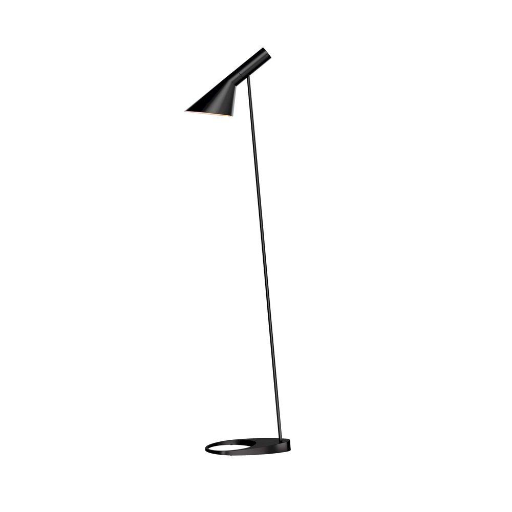 Louis poulsen AJ golvlampa   Golvlampa design Arne JacobsenVåtlackerad matt svart eller vit.  H: 130 cm   Lagerstatus: I Lager