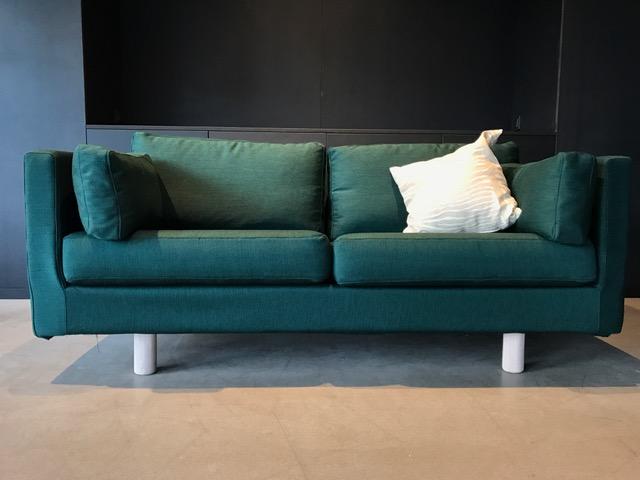 Erik Joergensen 2-person sofa   Ny klädsel Balder 3 kvadrat mörk grön  L 165, H 78, sitthöjd 43 cm   Lagerstatus; I lager