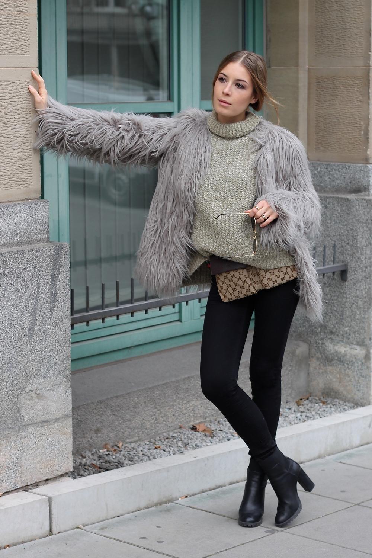 pants H&M coat Zara pullZara ringsCartier Vintage braceletRuth Sellack sunglassesJean Paul Gaultier bagGucci shoesZara