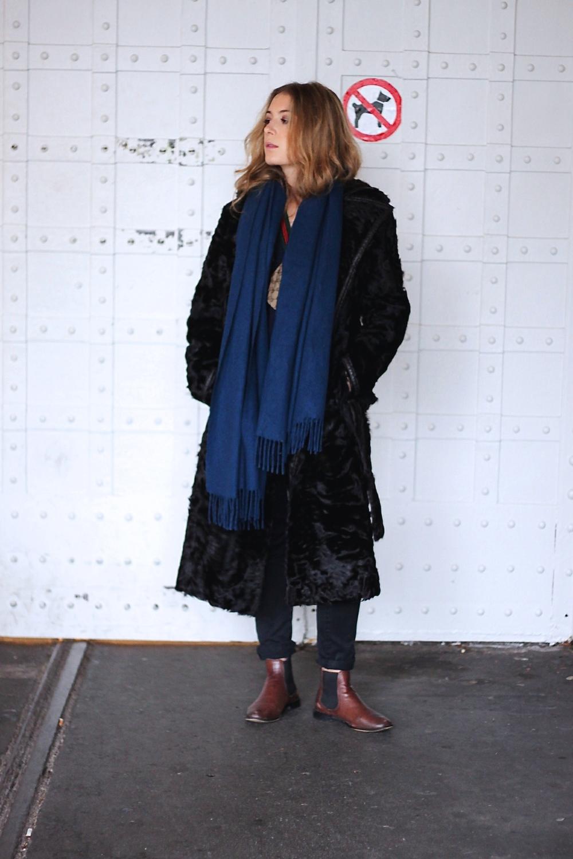 coat Vintage jeans Zara pull Zara shirt COS scarf Vintage bag Gucci boots Zara