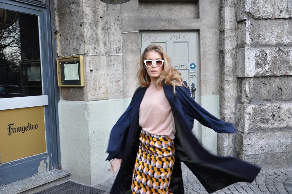 coatZara skirt H&M pull H&M purse Prada sunglasses Emmanuelle Khanh scarf Vintage boots Zara