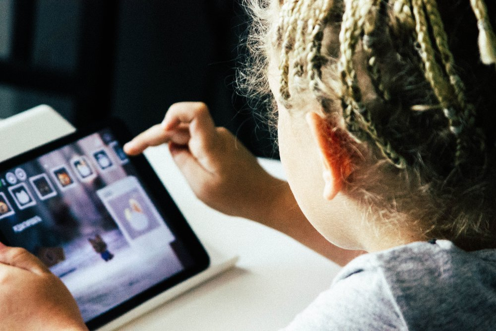 Kodkurs för barn på Sollentuna bibliotek - Upptäck grunderna i kod i Scratch tillsammans med andra barn på biblioteket. Deltagandet är helt gratis.