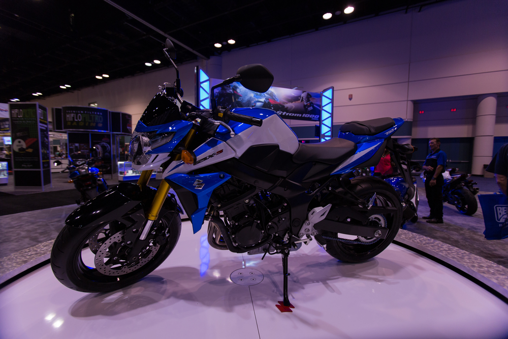 AIM Expo - Suzuki GSR 750 Side