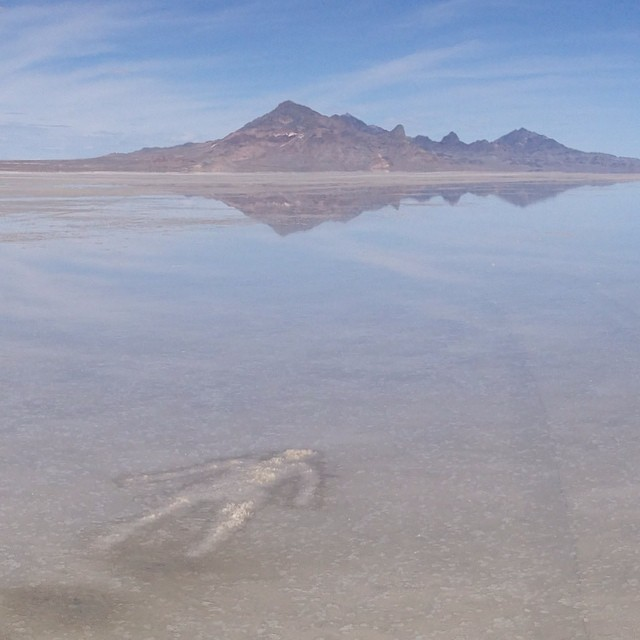 Salt, water and time. A site specific collaboration with Jennifer Anderson and Hannah Vaughan. #art #desert #desertdesignlab #design #photography #vivianbeer #landart # saltflats @hannahncvaughan