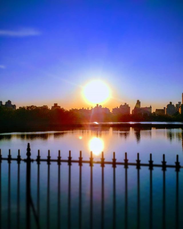#volunteered with @achillesnyc last night - #speedwalked with Alec around the beautiful @centralparknyc reservoir twice... he was #fast ! Thanks Billy @bivbodiestriathlete for the introduction - can't wait to train with you and Rudy @rudygarciatolson #sunset over #newyorkcity