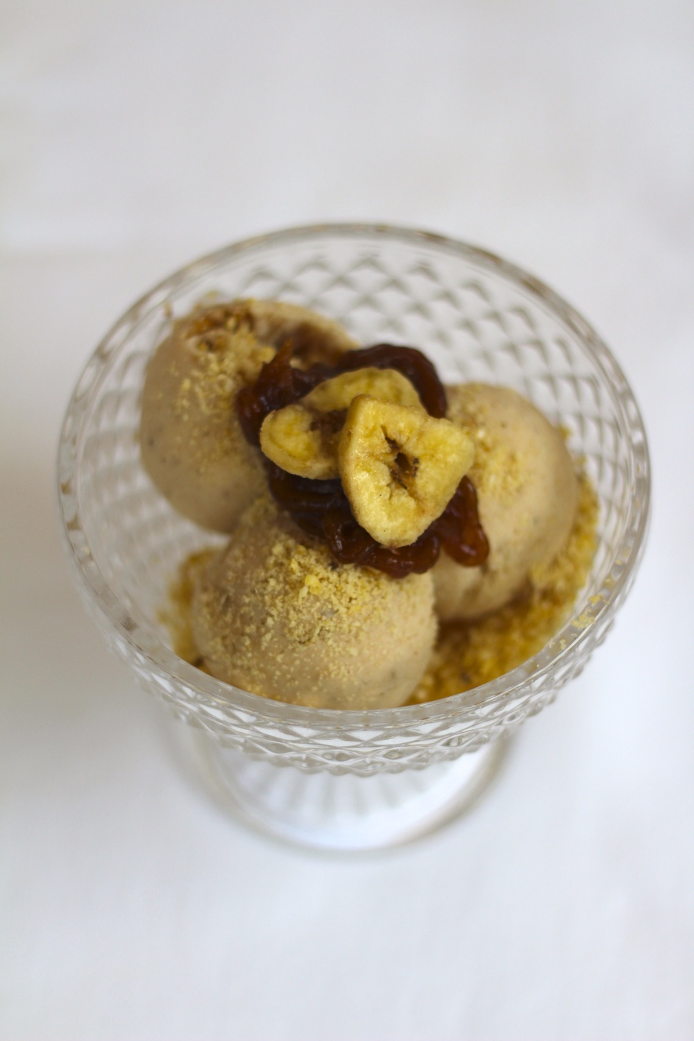Banana and Date Frozen Yoghurt