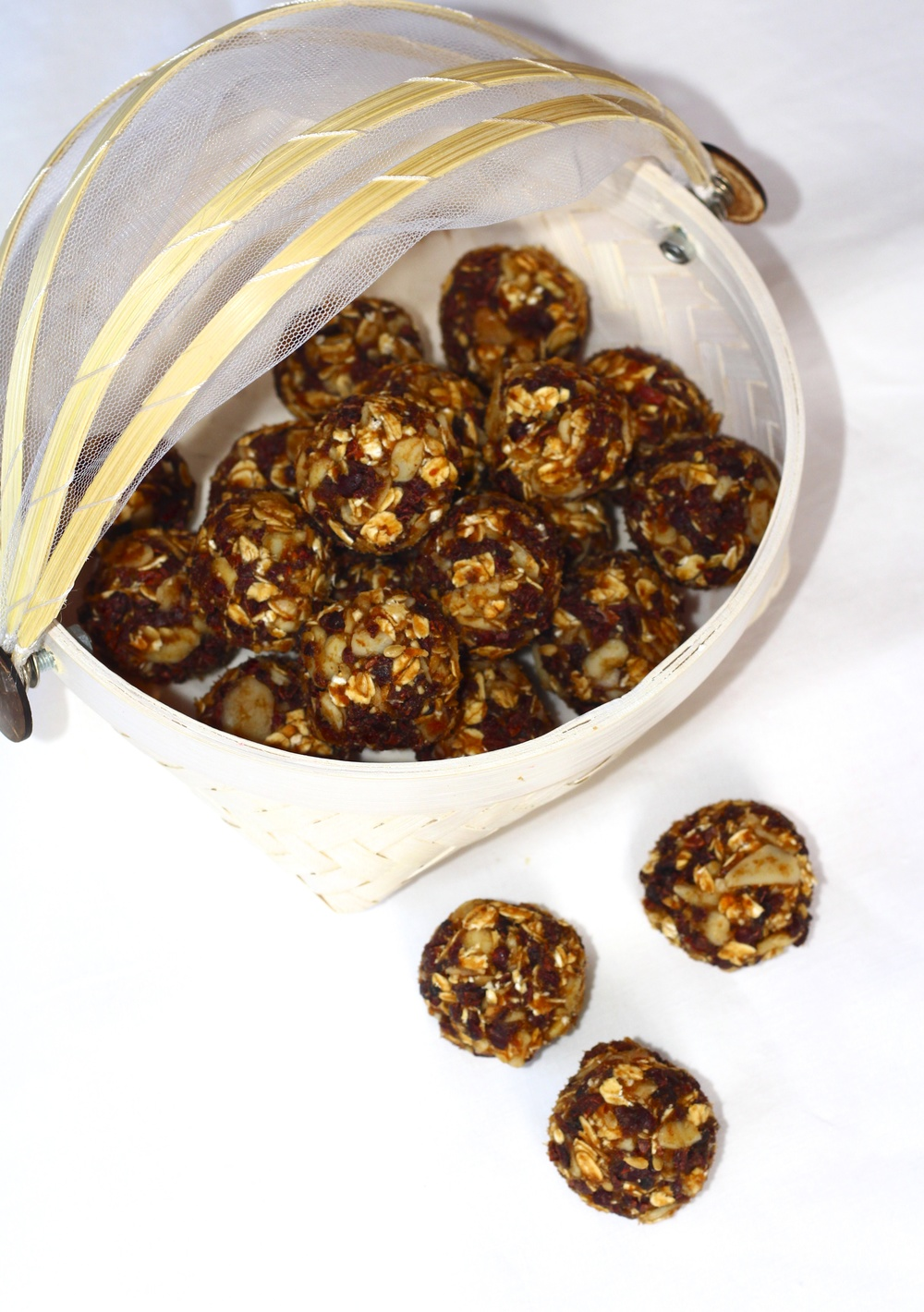 Date, Cacao Nibs and Almond Energy Bites