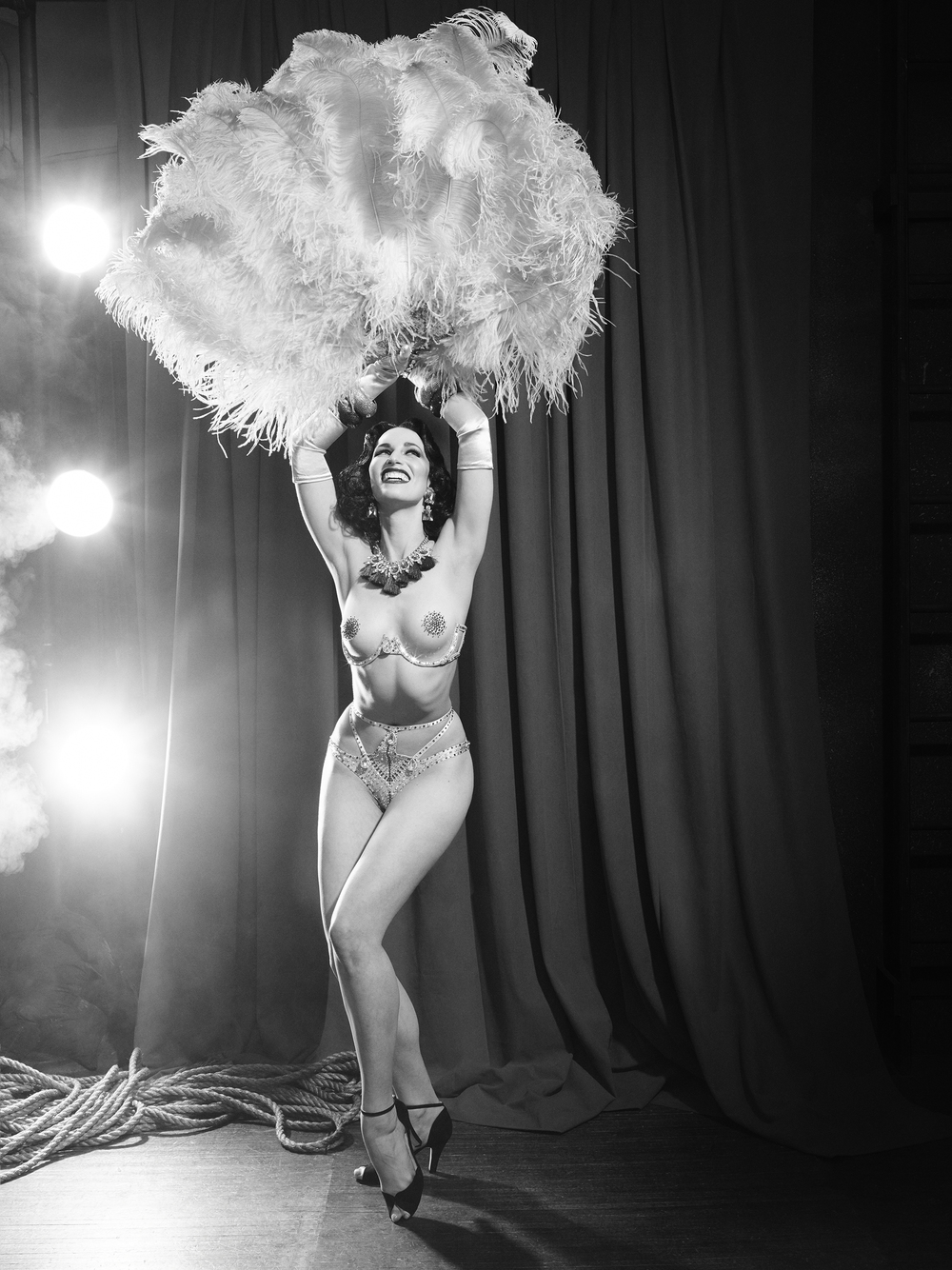 13_Burlesque_Dancer_024_v1.jpg