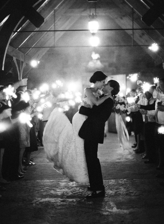 Wedding-Photo-Kiss