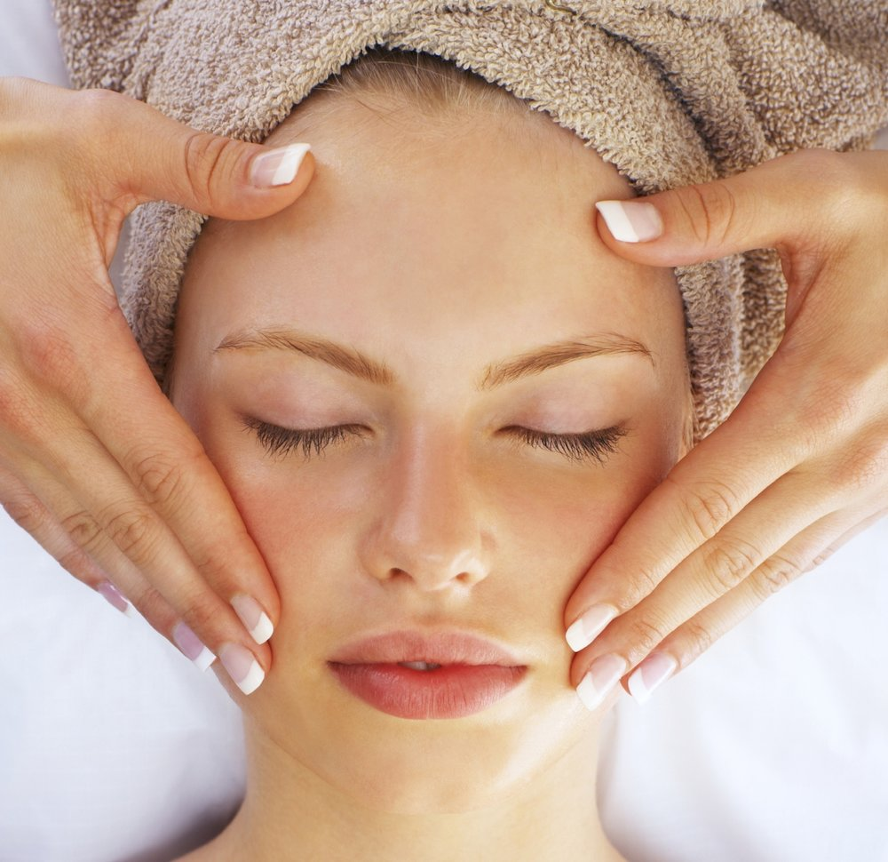 Now with facials, you can start anytime, no time is soon enough to get that skin in shape. however there is a time to stay away from a facial and that is the week or so prior to the main event. If you have ever had a facial, you know that often that wonderful cleaning and steaming of your pores can bring those impurities to the surface. The LAST thing you want before your big day is pimples or a rash. It might be a tempting way to relax with your bridesmaids the day before, but opt for a massage or mani/pedi instead. Your Makeup artist will thank you.       HYDRATE...