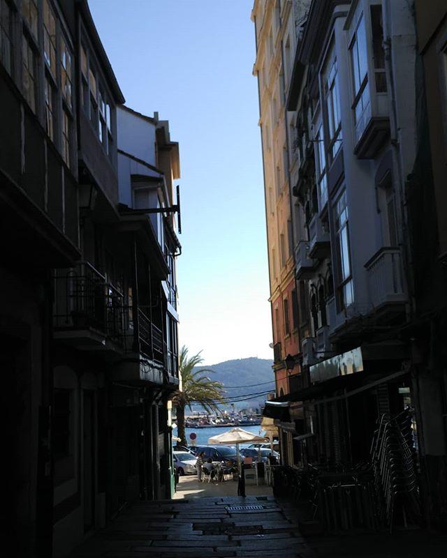 Rúas que enmarcan o mar en Ferrol Vello. #ferrol