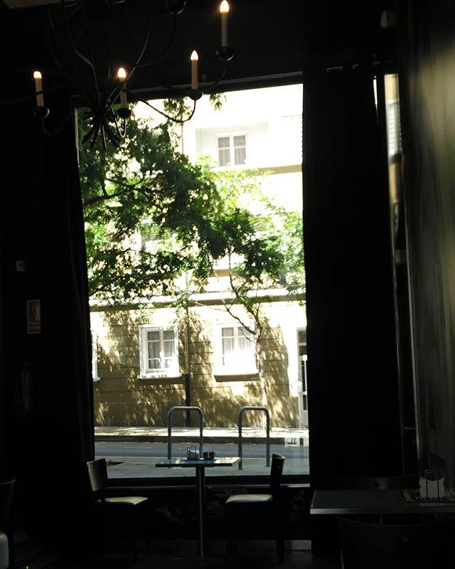 Espectacular fiestra en Panadería Santa Rita de Ferrol. #ferrol #arquitectura #deseño