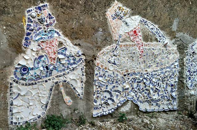Meninas en mosaico de cerámica. #arteurbano #meninas #canido #ferrol