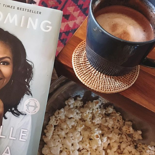 If there was ever a day for hot cocoa, hot buttered popcorn, a blanket, and a book, today is that day. 😨🍿🌬#coldaf #hotchocolate #hibernating