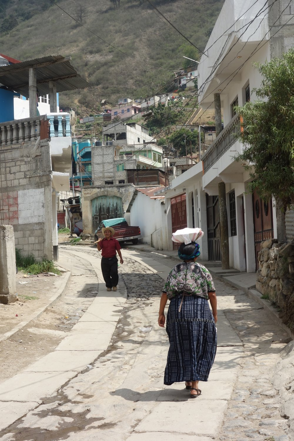 Returning from the market, Almolonga. Photo credits: Lauren Heidbrink
