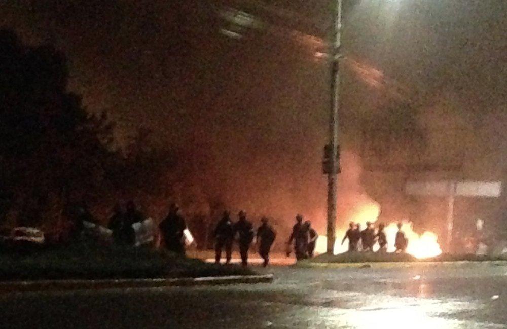 La Lima, Cortés. Viernes, 1 de diciembre. Militares marchando hacía manifestantes. Foto crédito: autora.