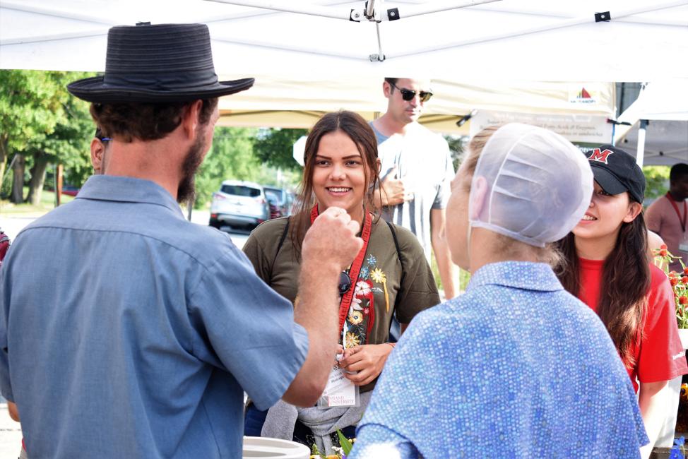 SUSI participants Kat (Nicaragua) and Doménica (Ecuador) at the Oxford Farmer's Market, July 2018. Photo credit Ricardo Sosa.