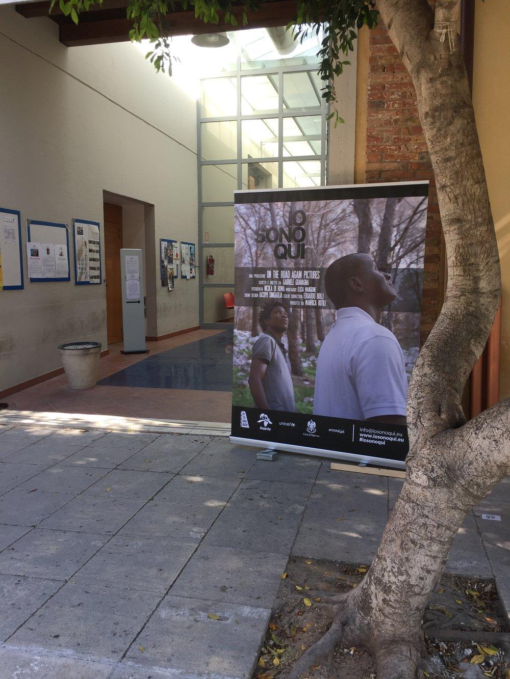 Unapubblicitàper Io Sono Qui alla seconda proiezione del film a Palermo, maggio 2017. Crediti fotografici: Autore.