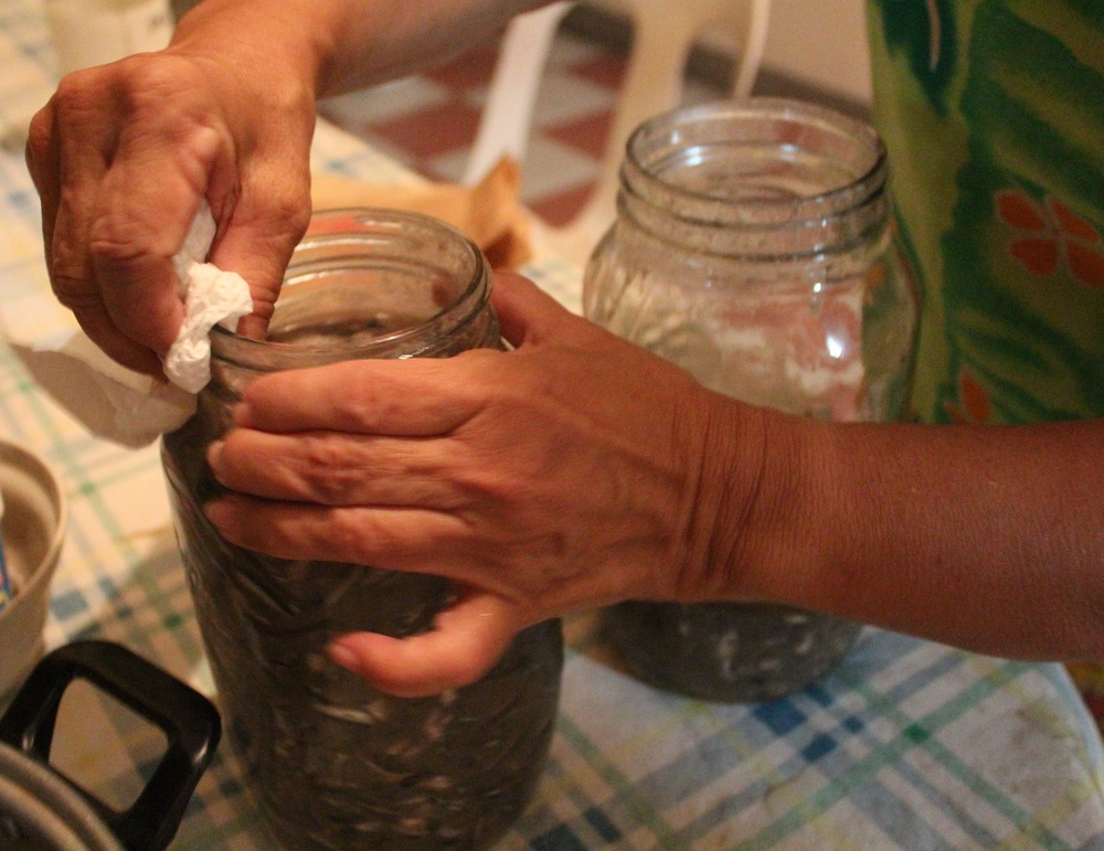 Clean the jars well before sealing and aging.