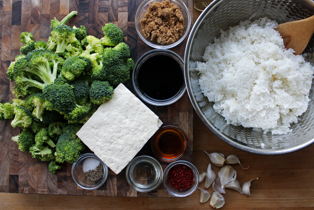 The ingredients: Tofu, broccoli, garlic, rice, soy sauce, brown sugar, sesame oil, rice wine vinegar, gochugaru, salt and pepper. You'll also need vegetable oil for the baking, but I forgot to put it in the photo. I'm human :)