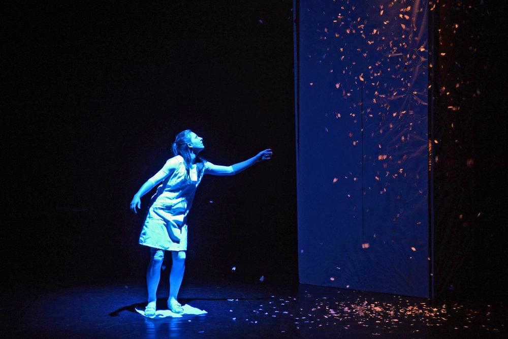 """Symbolbild Performance (aus Performance 2013/2014 """"BlattrauSCH""""; Foto: Volker Beushausen)"""