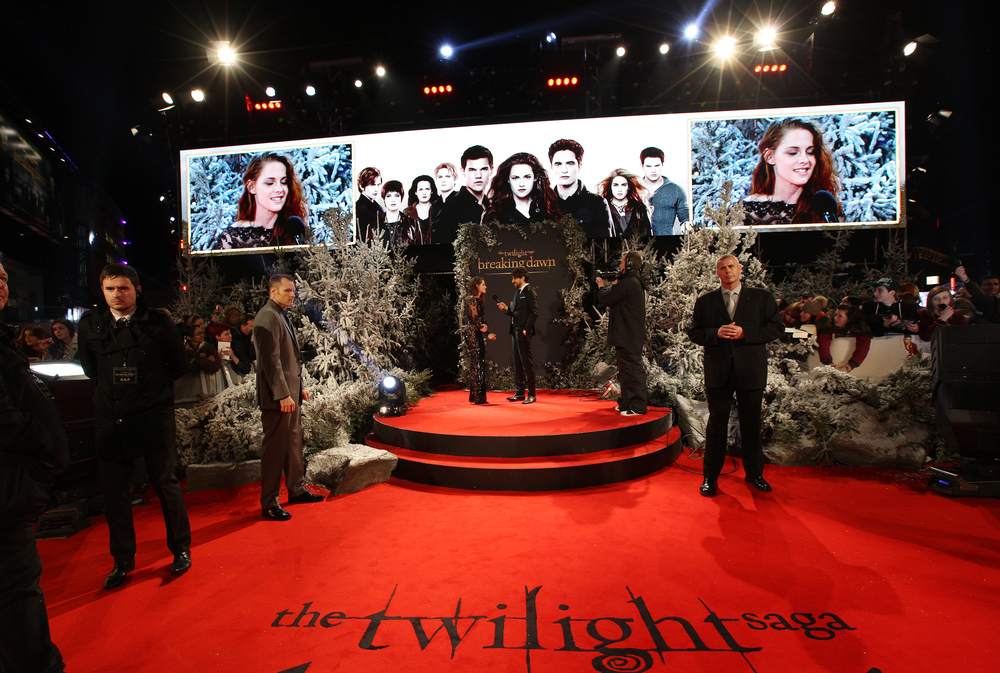 THE TWILIGHT SAGA PREMIERES