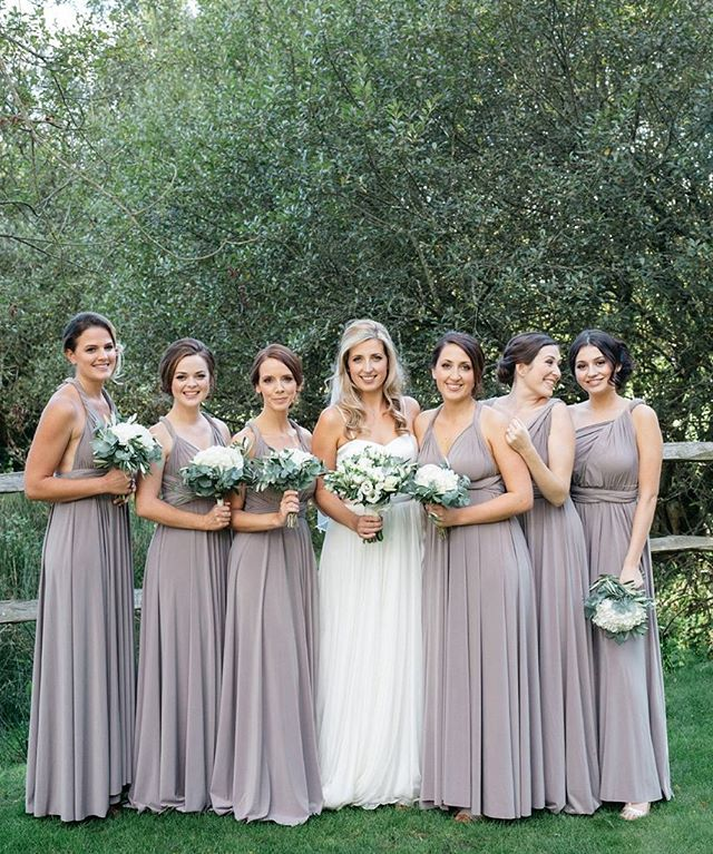 Beautiful Laeticia and her bridesmaids 🍃